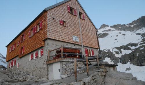 Artikelbild zu Artikel Die Bergfreunde der Patenschaftssektionen Barmen und Speyer halfen bei der technischen Eröffnung